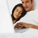 laptop_couple_bed_sleep150